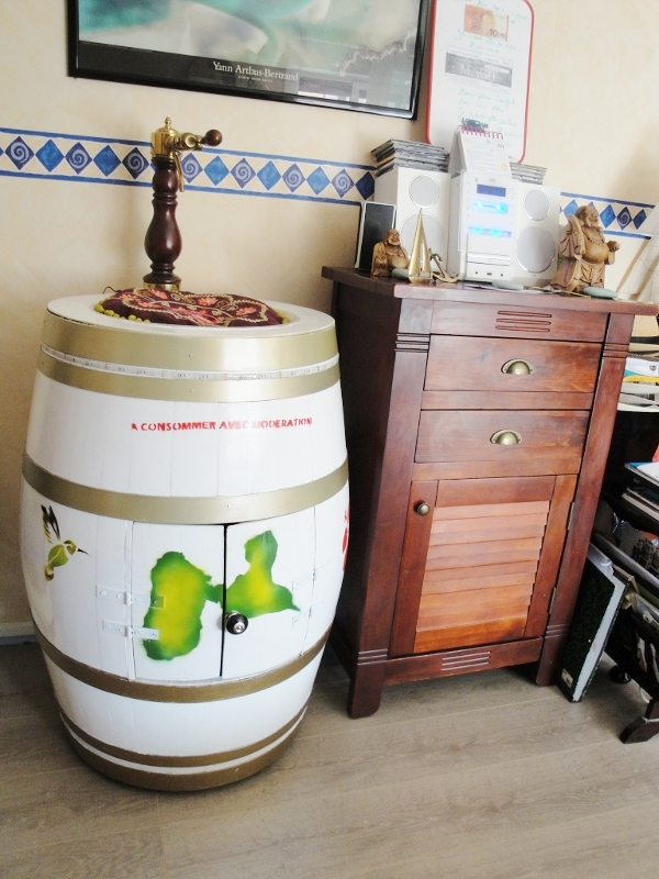 bar / tonneau bar / fontaine à planteur / barrique bar / lave main